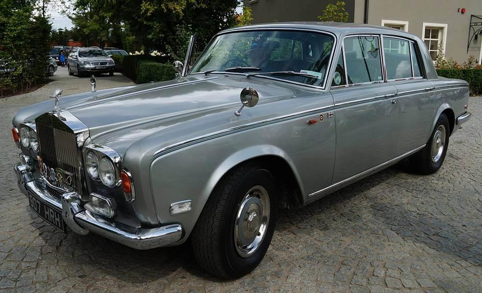 Sivi Rolls Royce automobil