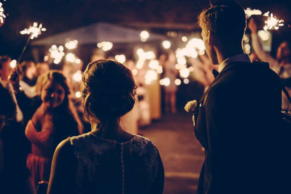 Par na venčanju