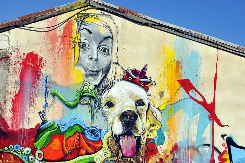 Šareni grafit na zidu zgrade