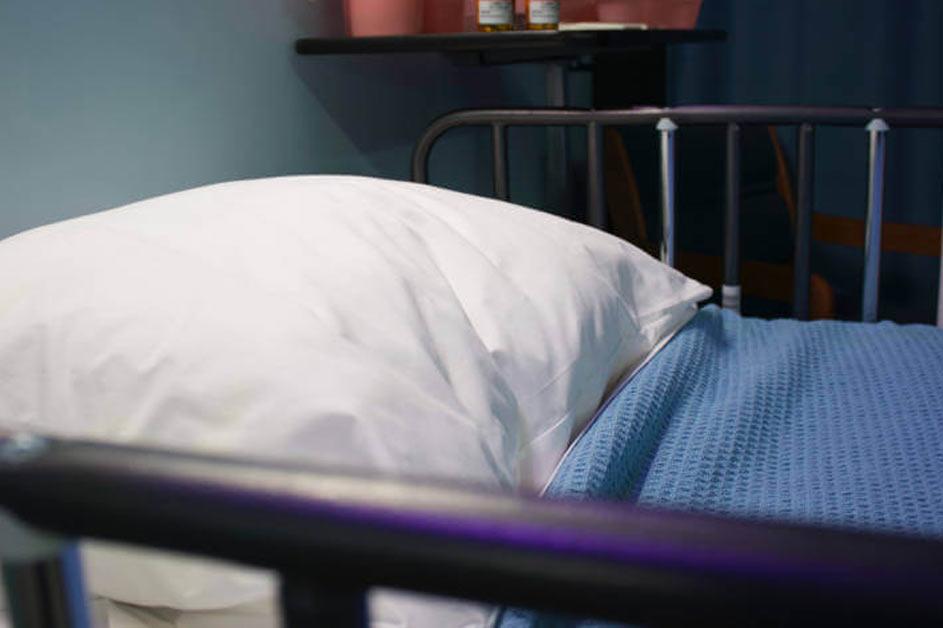 Bolnički krevet i bolnički jastuk